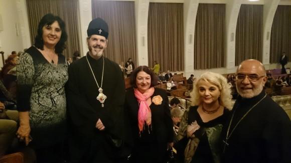 Митрополит Антоний (вторият от ляво на дясно) с учители от Българското училище към Посолството в Лондон. Най-в дясно – отец Симеон от Българската църква в Лондон