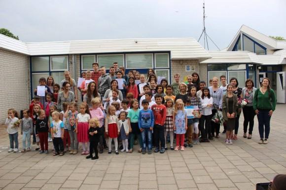 Ученици и учители от Българското училище в Лайден