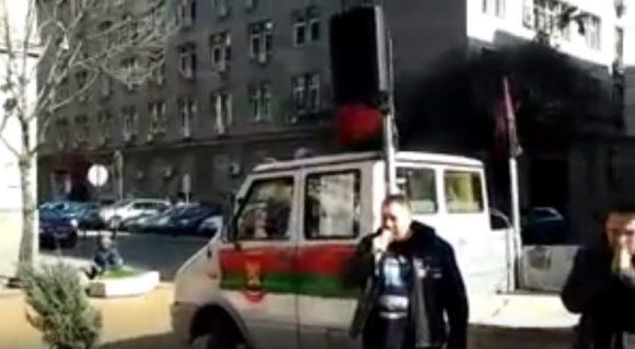 Петър Хараланов, февруари 2014 г. говори на протест, организиран от ВМРО пред МС. Снимка: скрийншот от видео на Петър Хараланов