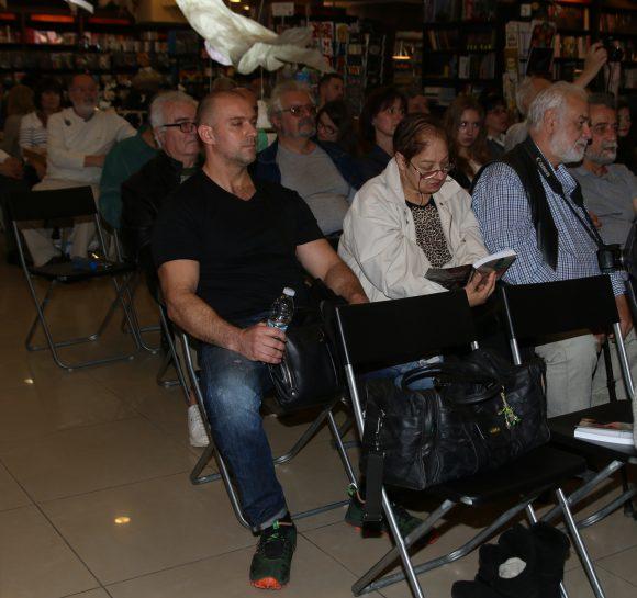 Последният на първия ред вдясно е Иван Вакрилов, който за съжаление не пожела да излезе отпред, пред публиката. Има и такива автори, твърде скромни...
