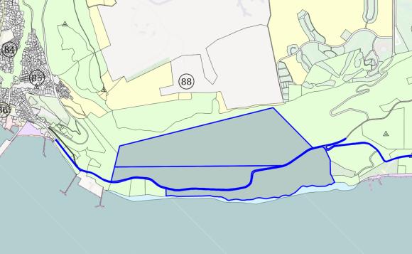 """ПИБ владее близо 1100 декара на първа линия на брега, попадащи под забрана за строежи. Всички тези имоти ще останат незастроени, ако се задържи заповедта на МОСВ за защитената зона """"Калиакра"""". Тя беше отменена по нареждане на Бойко Борисов, но след разговор с Брюксел и """"начукване на канчето"""", остава в сила, засега."""
