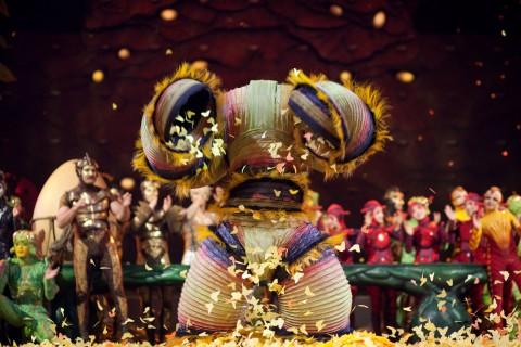 Finale_3_Photo_OSA_Images-Costumes_Liz_Vandal-2009_Cirque_du_Soleil