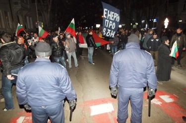 Снимка от поредния ден на протест срещу високите цени на тока във Варна.