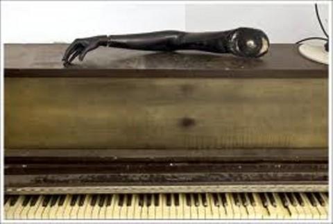1296496364_nqav1791_pianolefthand