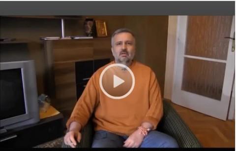 Ивайло Зартов в момент от видеозаписа, в който обяснява причините за протеста си и накрая се самонаранява.