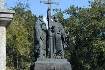 Паметникът на св. св. Кирил и Методий в Одеса, Украйна.