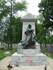 Паметник на жертвите от протестите на Хеймаркет в гробището  Forest Home