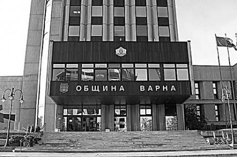 """Фасадата на Община Варна. Снимка: в. """"Монитор"""""""
