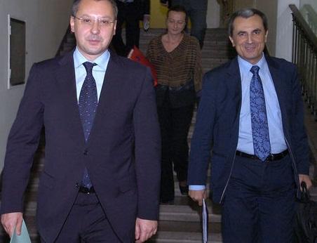 Станишев и Орешарски бодро крачат към светлото бъдеще. Снимка: .Мanager.bg