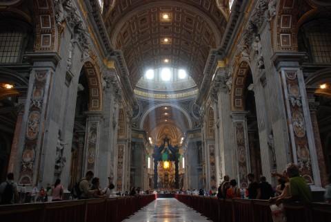 """Бизиликата """"Св. Петър"""" в Рим, интериор"""