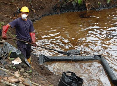 """Следите от сондажите за шистов гас на небезизвестната компания """"Шеврон"""" в Амазония. Снимка: Аrgumenti-bg.com"""