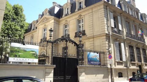 """Тази """"българската територия"""", посолството ни в Париж, отказа на българското училище в този град достъп за провеждане на традиционно до тази година тържество."""