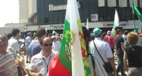 Участници в контрапротеста пред НДК. Снимка: bnews.bg