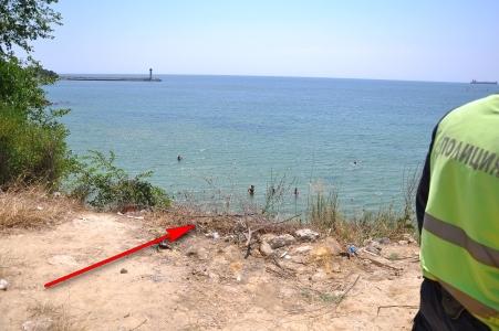 На това място е било открито тялото на дядо Кирил. Тялото било забелязано да е забелязано да се носи във водата край закътания плаж на Траката. Снимка: Flagman.bg