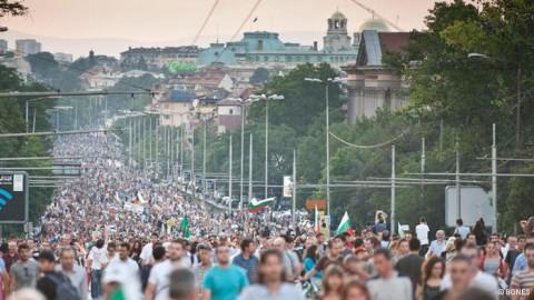 Нима българското общество страда от дълбока политическа апатия? Протестите доказаха точно обратното. Снимка: БГНЕС