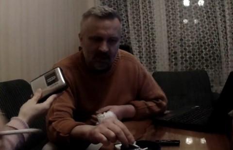 Ивайло Зартов в дома си, докато беше под домашен арест. Снимка: БЛИЦ