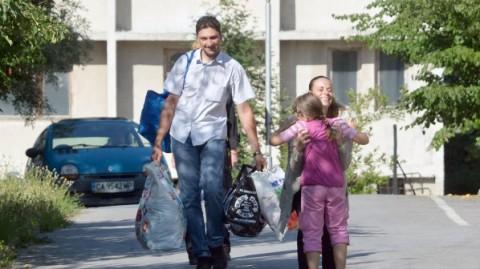 Гергана Червенкова прегръща едно от децата си на излизане от следствения арест на 2 юли т.г. Снимка: Булфото