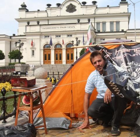 Тестът за влизането в палатковия лагер е събеседване с Цветозар Вълков