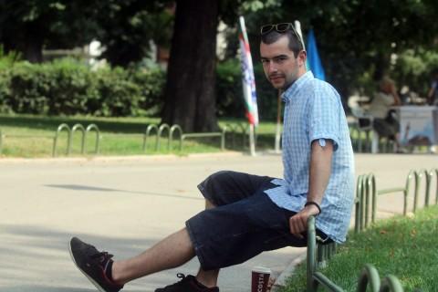 """""""Защо балони? По-добре от домати и павета"""", отговаря Ильо Петров. Рефлексът да реагираш на нередностите е лична кауза за диджеят"""