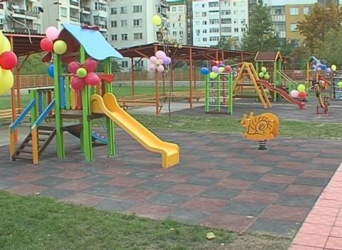 За да не останат празни детските пързалки... Снимка: Dariknews