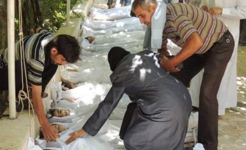 Родители погребват децата си в Сирия. Снимка: ЕПА/БГНЕС