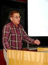 Проф. Канев изнася лекция пред български студенти. Снимка: Фейсбук