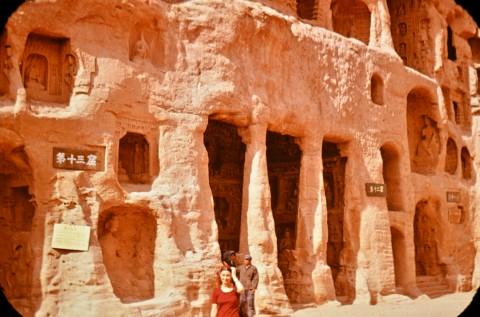 Манастир със скални ниши. Северен Китай
