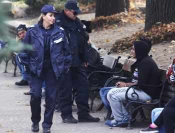 """Полицейските проверки на чужденците по улиците на София ще станат масови. Снимка: Михаела Катеринска, в. """"Сега"""""""