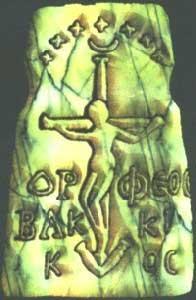 Единствената оригинална снимка, на артефакта, открадна от нацистите през Втората световна война от България. Той е известен, чрез надписа над разпнатия, който гласи OP ФЕОС BАК КI К ОС. На този медальон са  поставени всички знакови атрибути от символиката на Богинята-майка и свързана с името Орфей, показва един предтеча на Христос