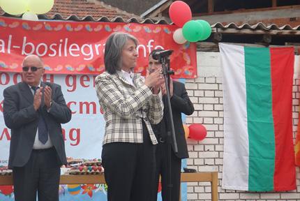 Маргарита Попова на Великденския фестивал в Босилеград, 16.04.2012 г. Снимка: News.bg