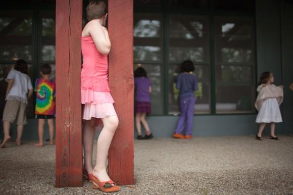 Самым популярным времяпровождением современных детей-трансвеститов является, пожалуй, такой конкурс как «демонстрация мод», где мальчики соревнуются в своем умении произвести впечатление на других мальчиков.