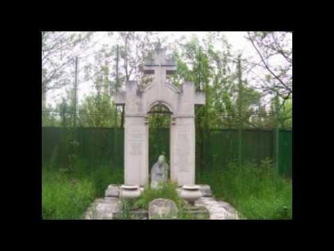 Първият паметник на жертвите на т.нар. Народен съд, открит през 1995 г. в Централните софийски гробища.
