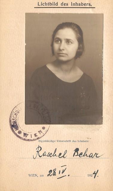 Майката на Теодор и Пол Фридман Рашел Бехар