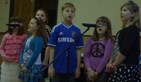 На снимката: Деца от българското училище в Детройт