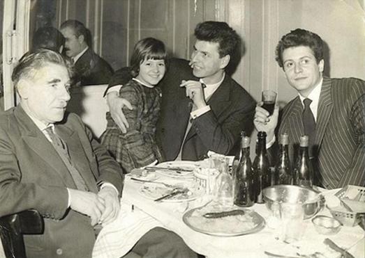 Николай Левков /в средата/ в Париж, 60-те години на ХХ век. Вдясно от него е Тончо Карабулков. Снимка: Zemedelskozname.com