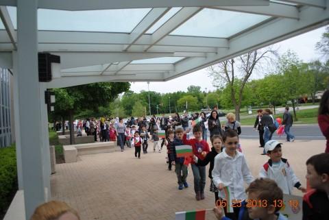 Момент от миналогодишната 24-майска матифестация, организирана от Малко българско училище в Чикаго
