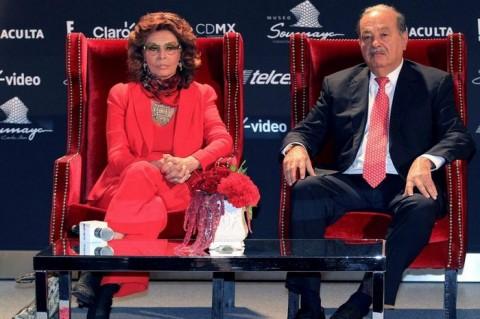 Магнатът Карлос Слим в компанията на актрисата София Лорен. Снимка БГНЕС