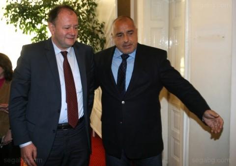 Борисов и Миков в парламента. Борисов не смята да е премиер, щом другите партийни лидери не искат да са в бъдещото правителство. Снимка: БГНЕС