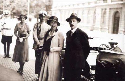 На преден план на снимката – цар Борис и царица Йоанна. Началото на 40-те години на ХХ век