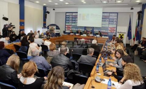 Момент от първия ден на Десетата световна среща, в който участваха и вицепрезидентът Попова, и представители на ДАБЧ