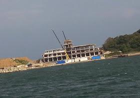 """""""Скромната хасиенда"""" на ДПС на брега на морето. Снимка: bivol.bg"""