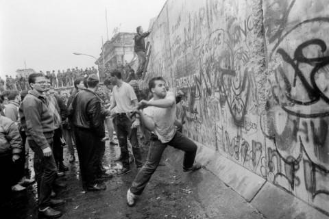 Разрушаването на Стената