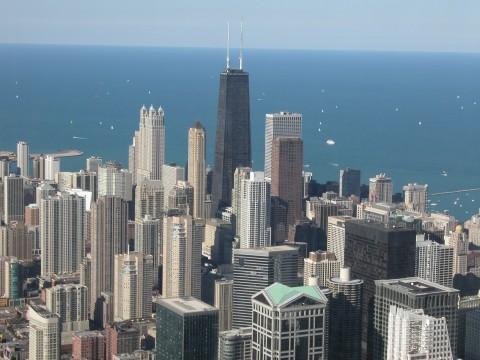 Сиърс Тауър в Чикаго (на заден план в центъра на снимката). Снимка: John Hancock