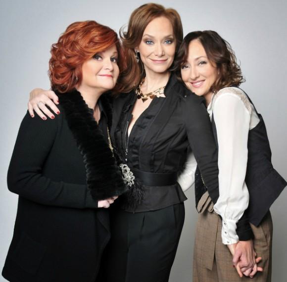 (Слева направо) Фейт Принс, Кармен Кьюсак, Кристин Шеррилл