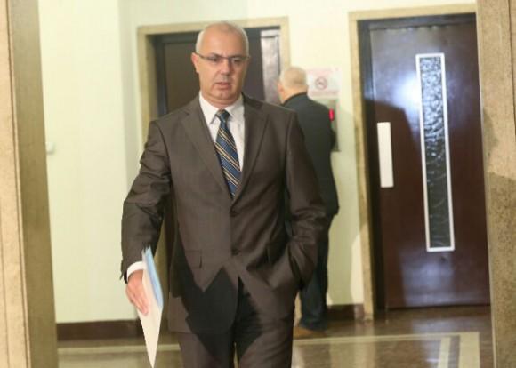 Бившият вече вътрешен министър Веселин Вучков подаде оставка, заради искания, които бяха изпълнени - смяната на главния секретар на МВР и на шефа на ДАНС. Самият Вучков се оттегли не само от поста министър, но и от мястото си на народен представител в българския парламент.