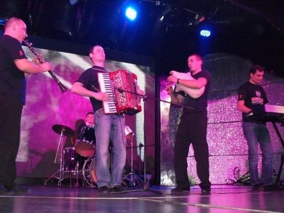 """На всички издания на """"Седянка"""" звучи българска музика"""