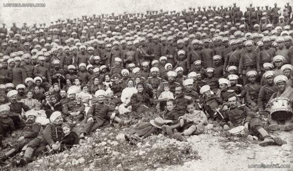 Офицери и войници от 21 пехотен полк, заснети на 1 май 1899 г., Станимака. Снимка: Lostbulgaria.com