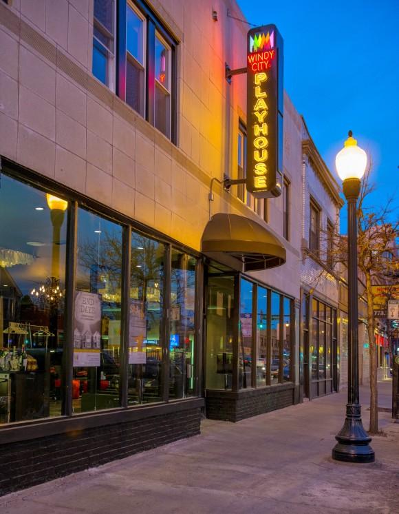Фасад Windy City Playhouse. Фото - Майкл Бросилоу