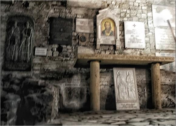 """Погребалната зала в базиликата """"Сан Клементе"""" в Рим. Снимка: Рatepis.com"""