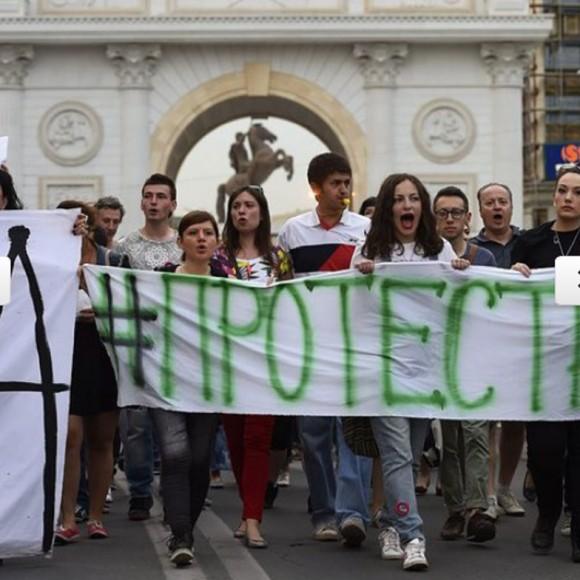 Снимката е от вчерашен протест срещу режима на Никола Груевски. ЕПА/БГНЕС